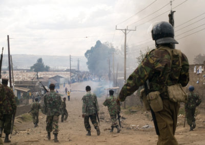 Police and GSU units move in to clear groups of Luos and Kalenjins sparring in the Nakuru slum of Idima.